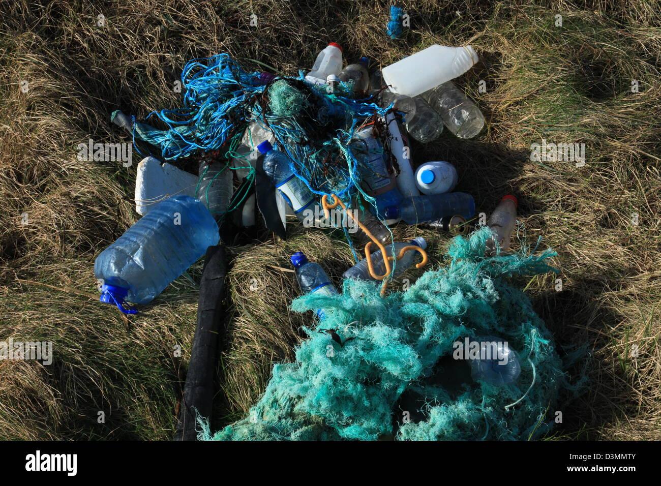 large quantities of plastic rope and bottles lying on the irish atlantic coast - Stock Image