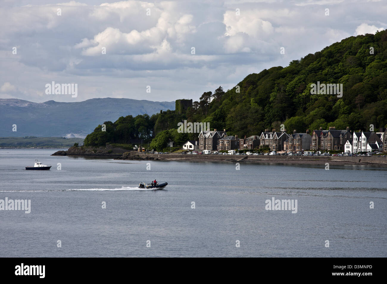 Oban, Scotland, The waterfront buildings along the esplanade sit under an imposing hill facing the harbour. - Stock Image