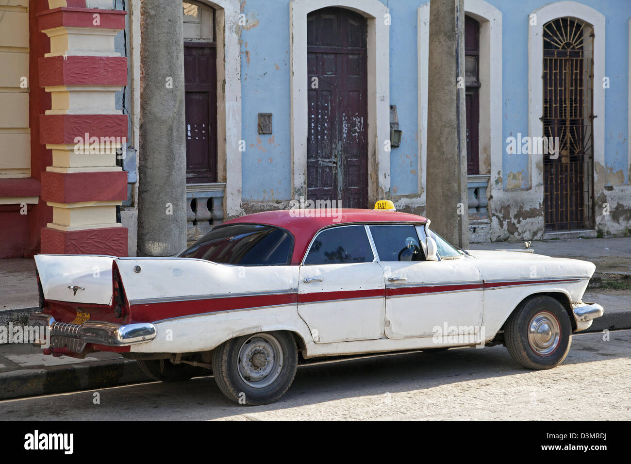 Old 1950s vintage American car / Yank tank used as taxi in Holguin ...
