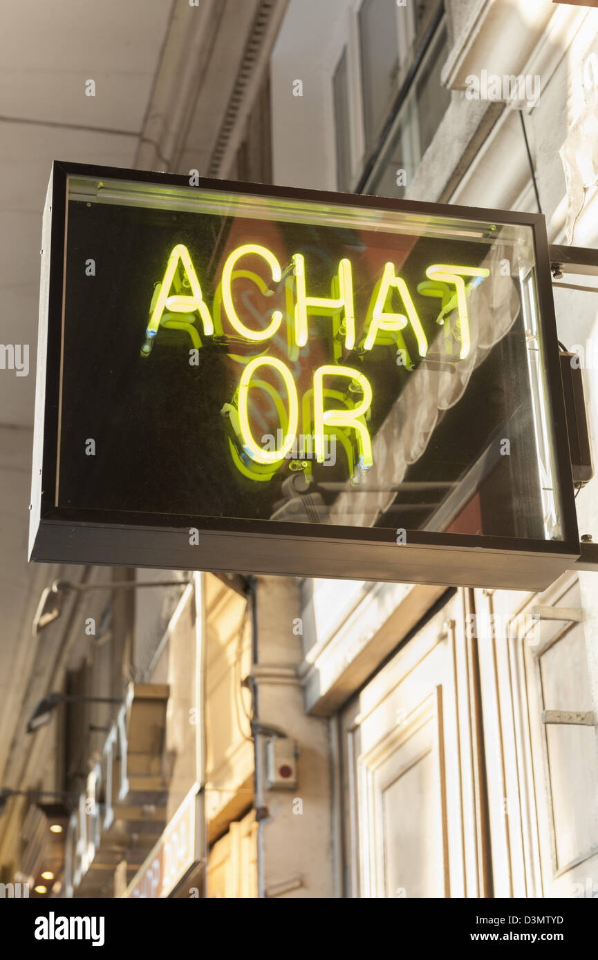 We buy gold - achat or - sign for a shop where gold can be bought and sold - Stock Image