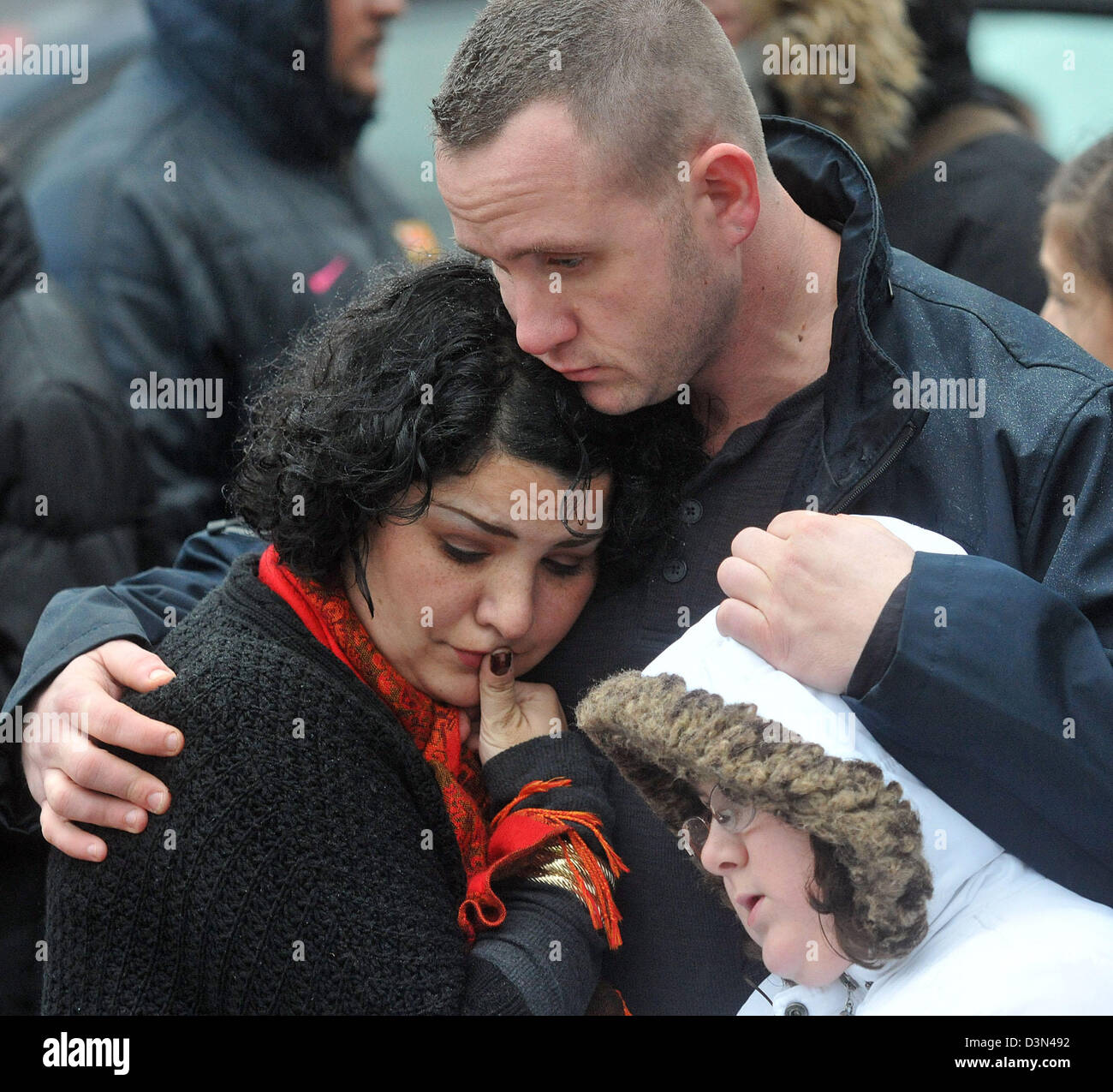 A family hugs in Sandy Hook, Newtown, Connecticut following the Sandy Hook shooting massacre. - Stock Image