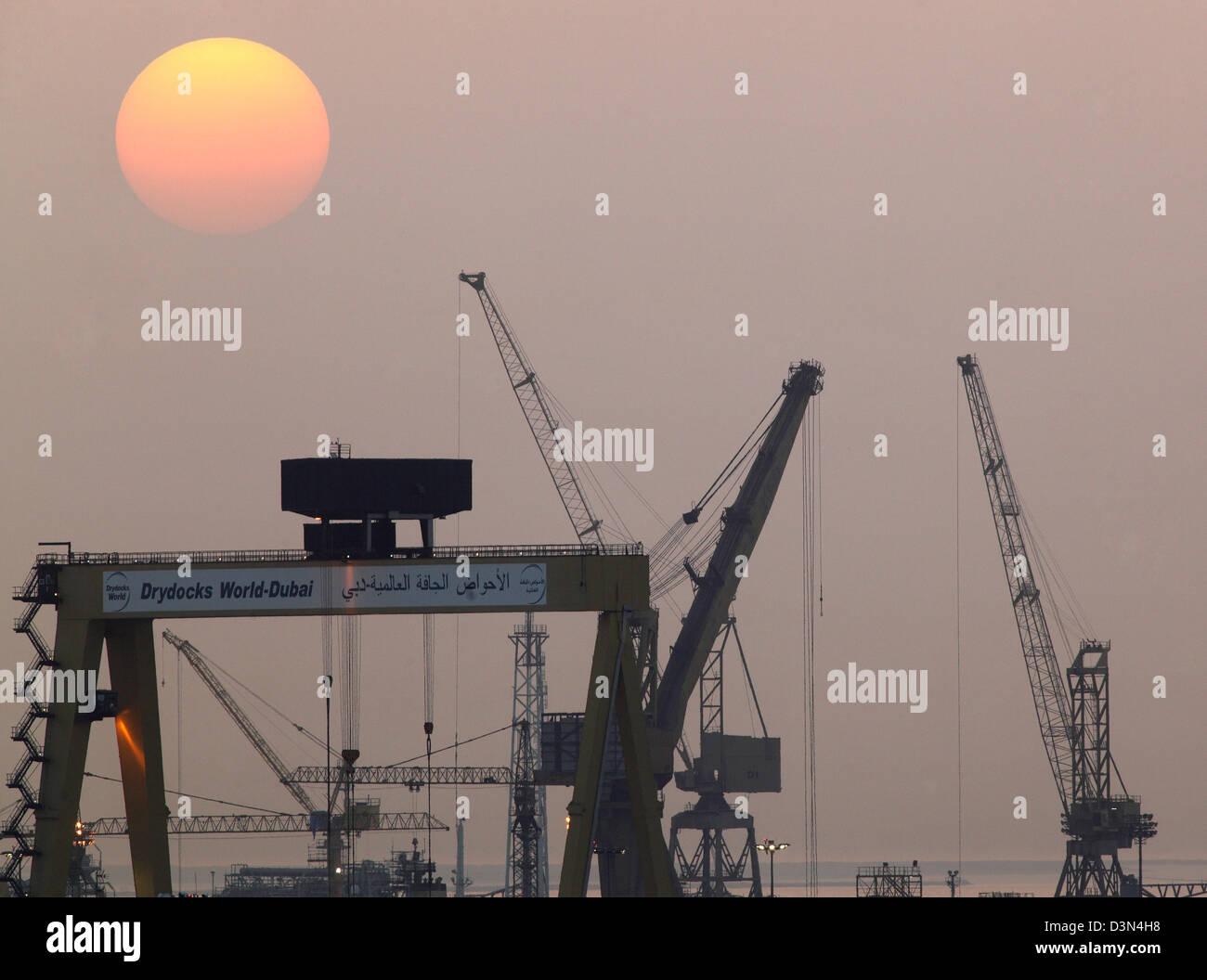 Dubai drydocks stock photos dubai drydocks stock images alamy dubai united arab emirates the drydocks world loading cranes at sunset stock image gumiabroncs Image collections