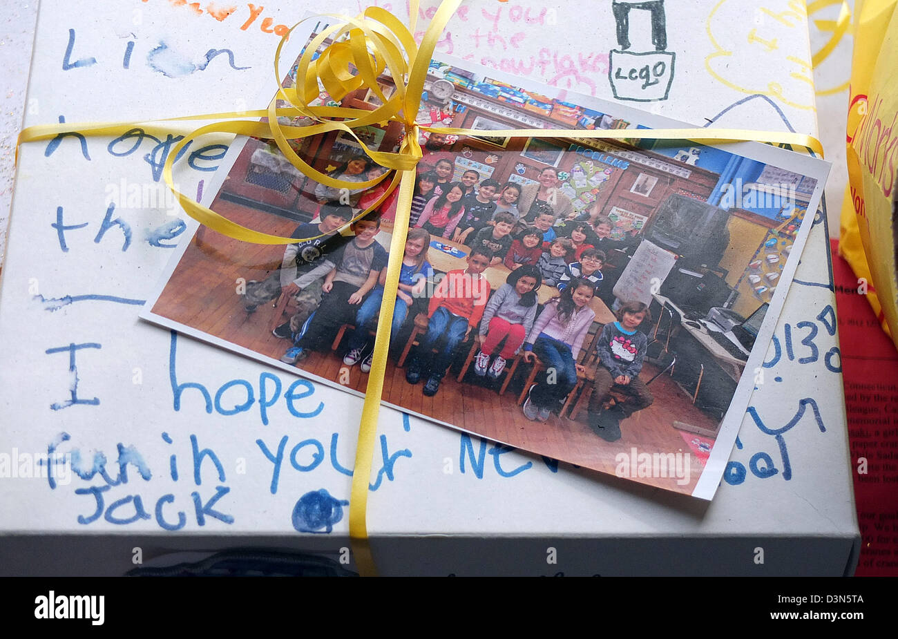 A card sent from a classroom in the USA to the victims of the Newtown Shootings at the town memorial - Stock Image