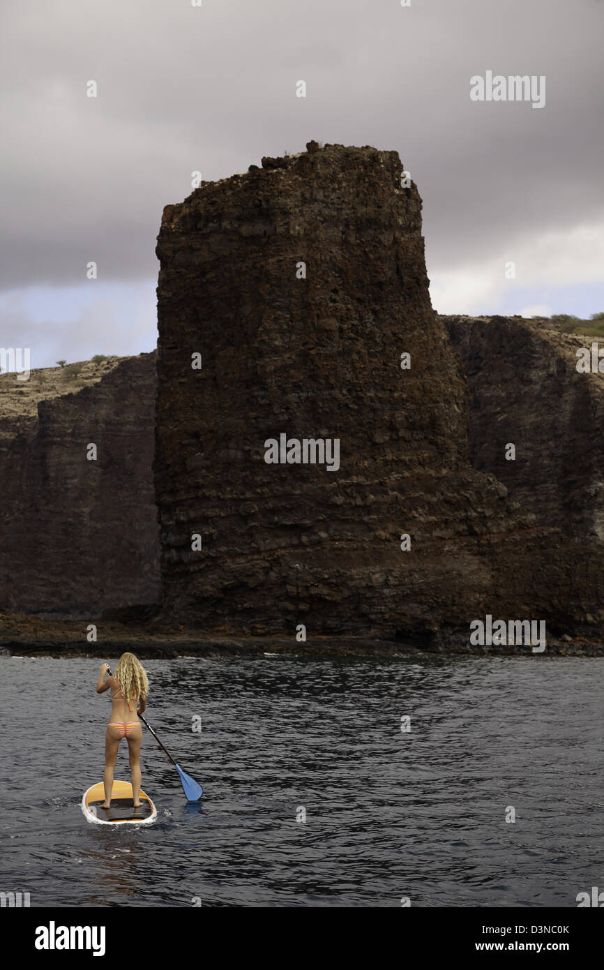 A young girl on a stand-up paddle board at Needles, off the island of Lanai, Hawaii. This image is model released. - Stock Image