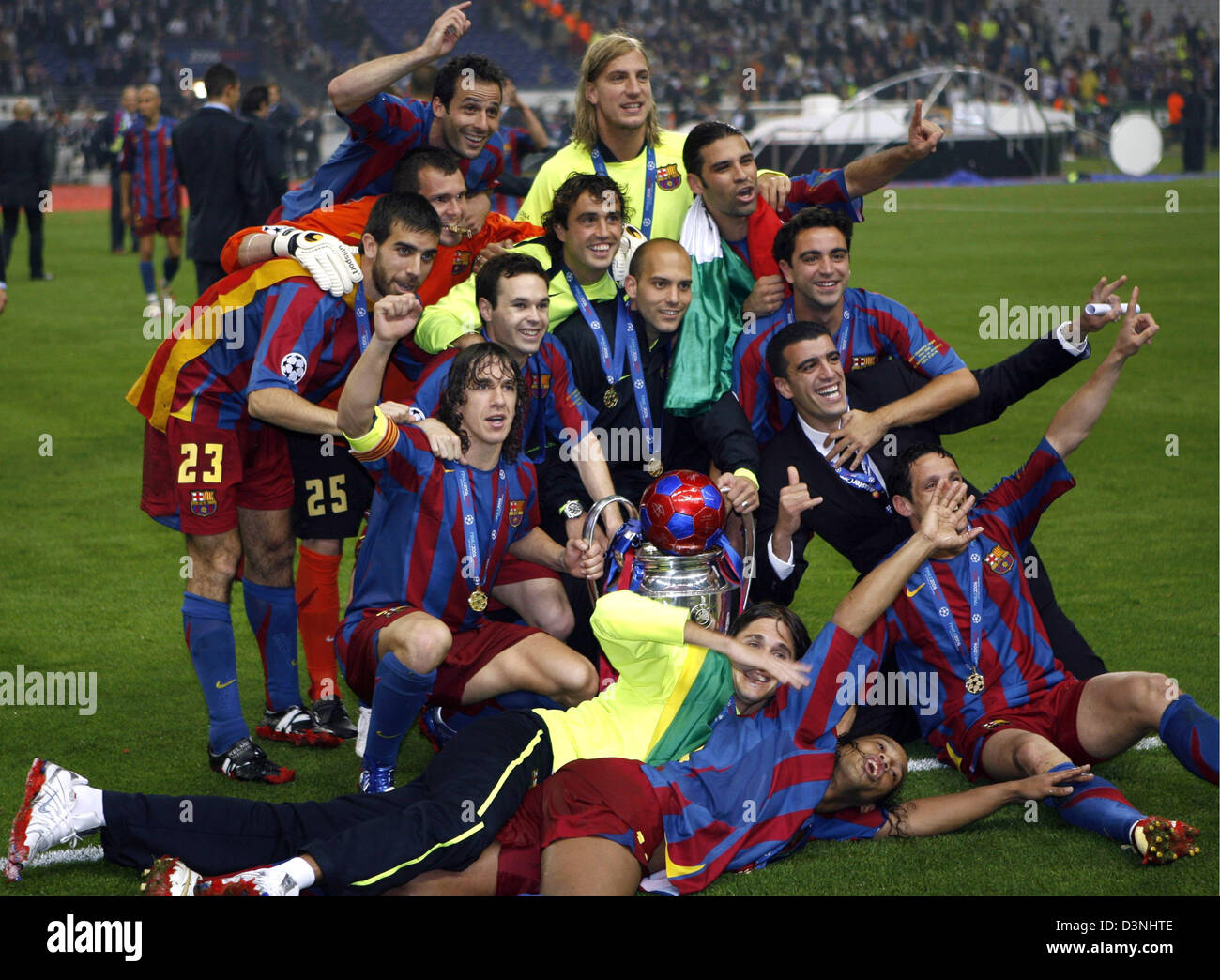 the players of fc barcelona celebrate their triumph over arsenal stock photo alamy https www alamy com stock photo the players of fc barcelona celebrate their triumph over arsenal london 53950078 html