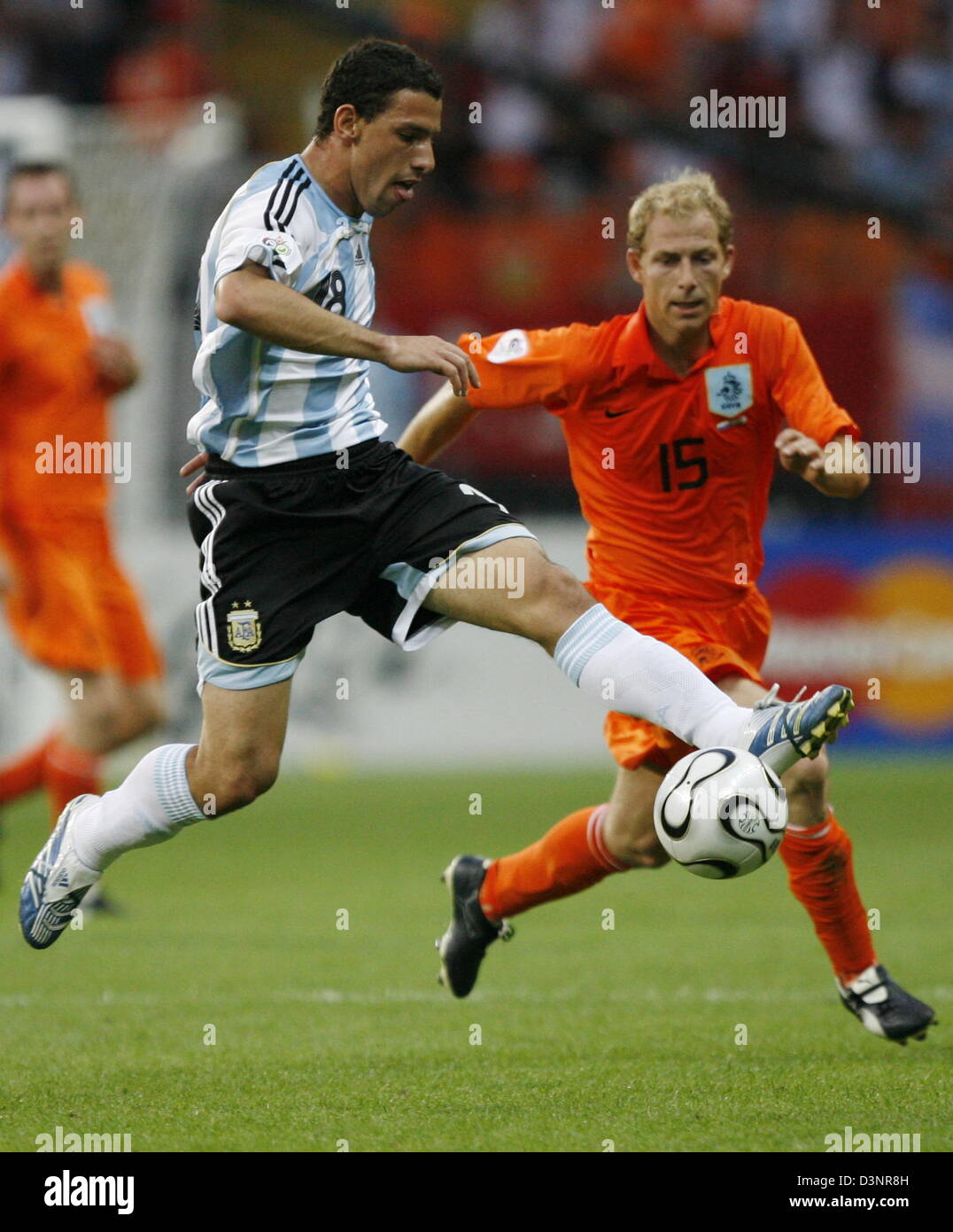 Argentinian national soccer player Maxi Rodriguez (L) and Dutch Tim de Cler vie for the ball during the FIFA World - Stock Image
