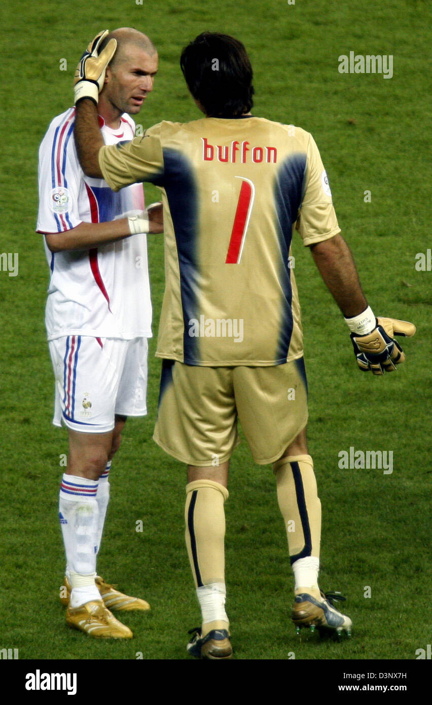 Italian goalie Gianluigi Buffon (R) talks to French Zinedine Zidane (R)  after being red-carded in the 2006 FIFA World Cup Final Italy vs France at  the ... 804bced96