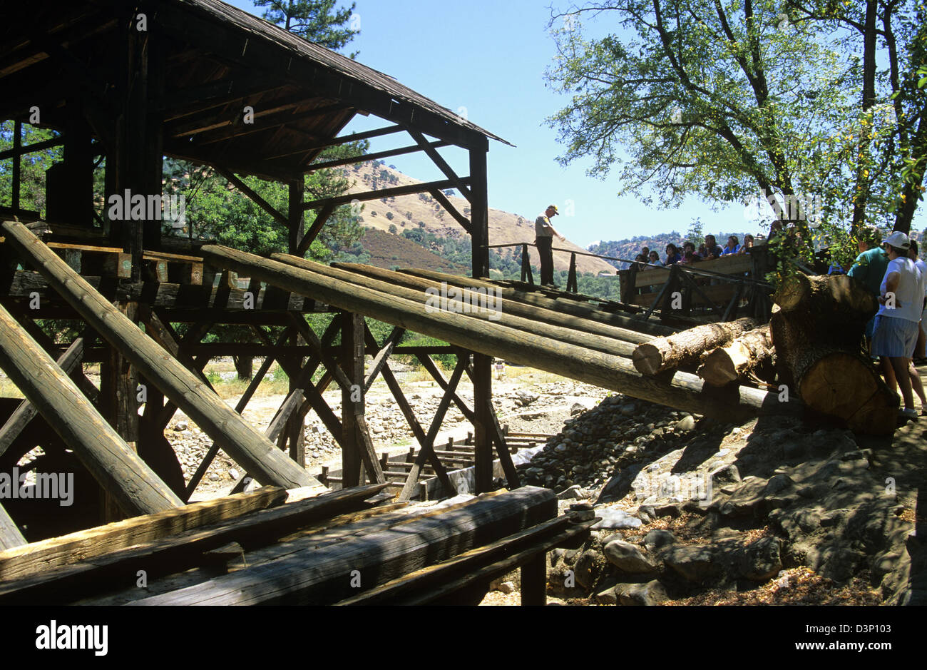 An interpreter tells the famous story of Sutter Mill at Marshall Gold Discovery State Historic Park, Coloma, California, - Stock Image