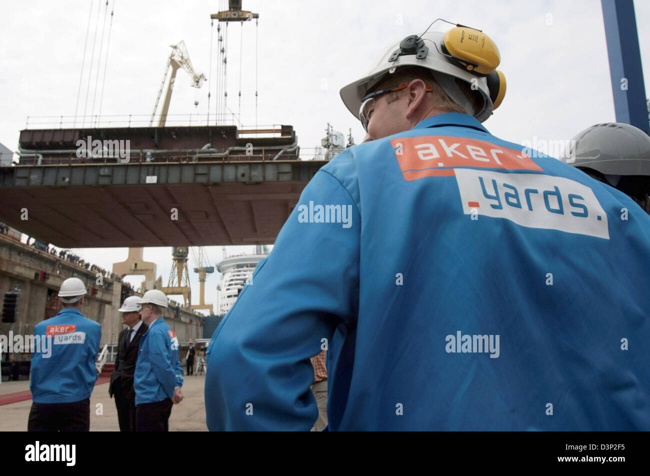 A staff member of the Aker Yards shipyard looks to the 'Color Magic' in Turku, Finland, Tuesday, 8 August - Stock Image