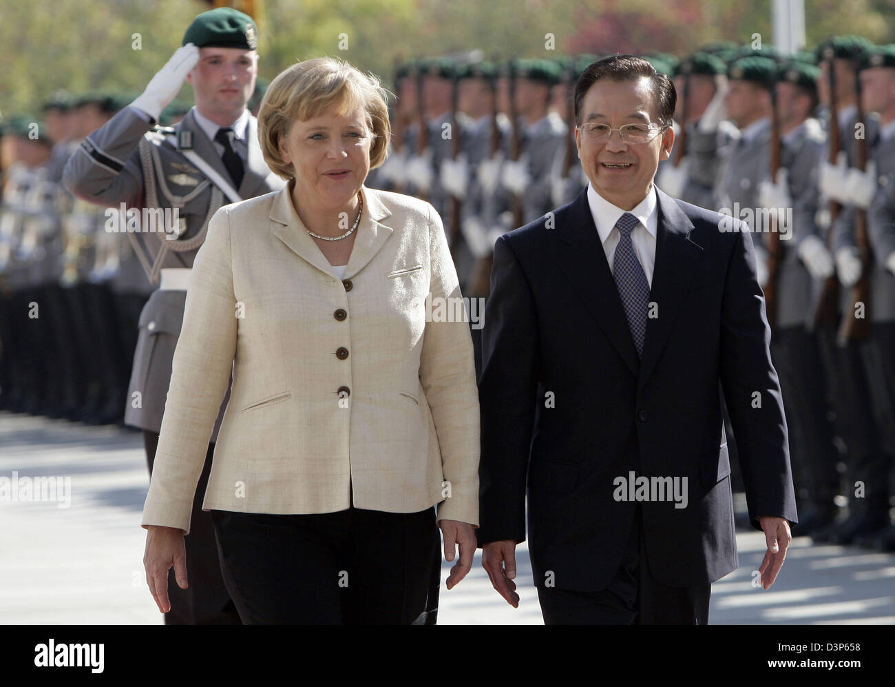 German Chancellor Angela Merkel (L) welcomes Chinese Premier Wen Jiabao with military honours in Berlin, Germany, - Stock Image