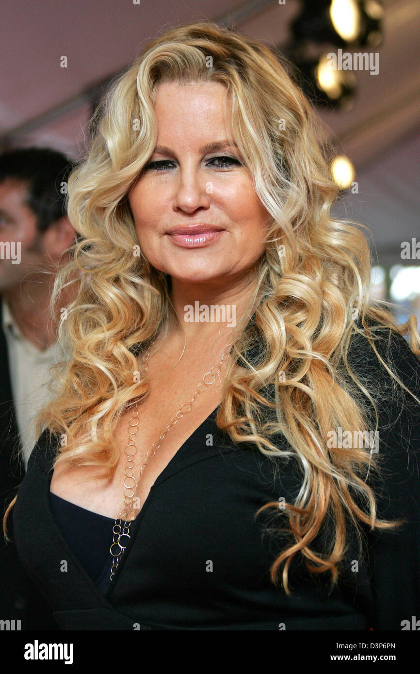 Jennifer Coolidge Nude Photos 73