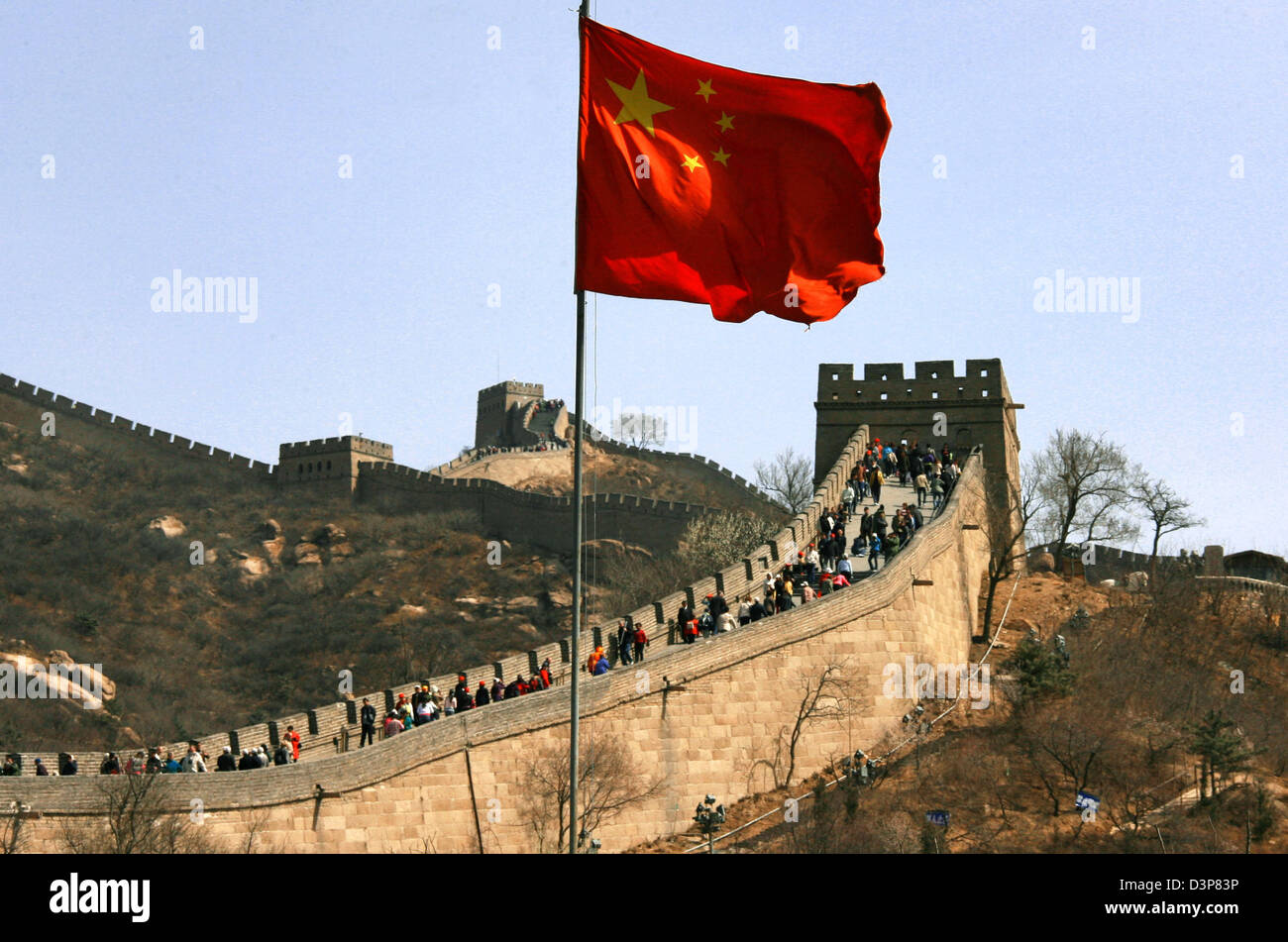 (dpa file) The national flag of China waves above the Great Wall near the capital Beijing, China, Tuesday 11 April - Stock Image