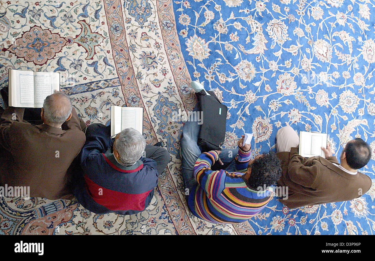Muslims Study The Quran At An Open House Of The Imam Ali Mosque In Hamburg,  Germany, 03 October 2006. Germany Wide More Than 1.000 Mosques Opened Their  ...