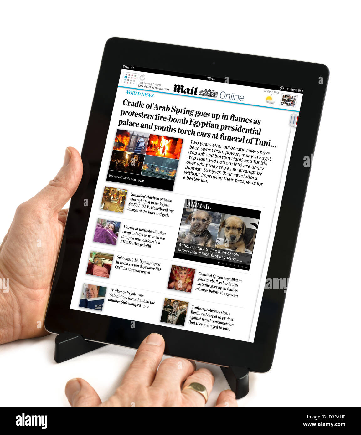Using the Daily Mail app to read the Mail Online newspaper on a 4th Generation iPad, UK - Stock Image
