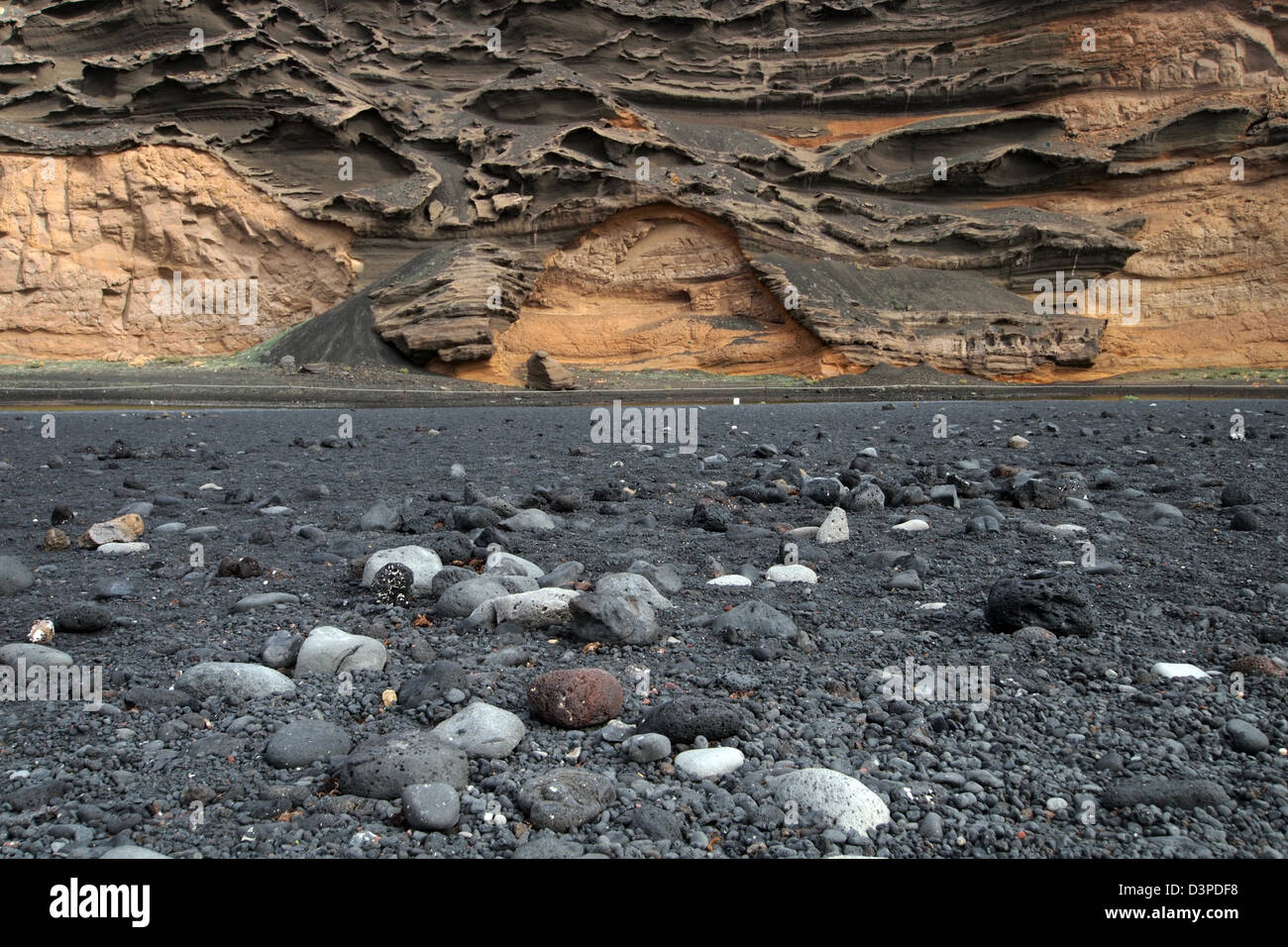 the volcanic black sands of el golfo beach, lanzarote, canary islands, spain - Stock Image