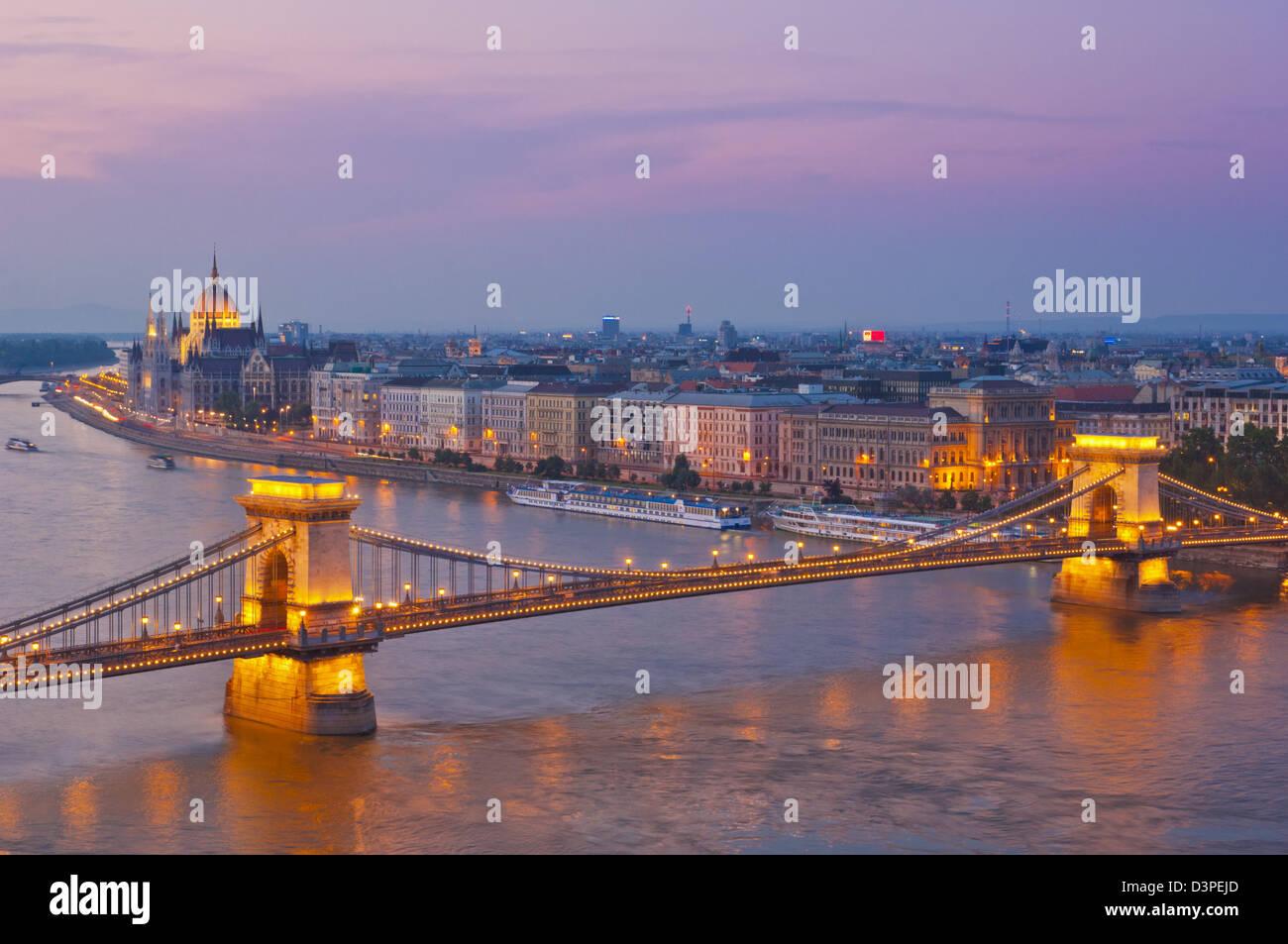 The Chain Bridge, Szechenyi Lanchid, over the river Danube at night  Budapest, Hungary, Europe, EU - Stock Image