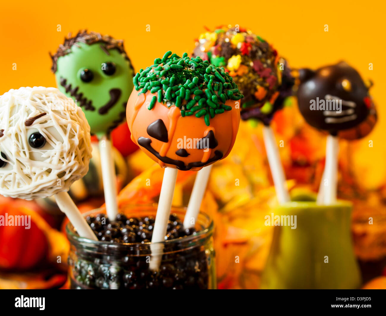 halloween cake pops stock photos & halloween cake pops stock images