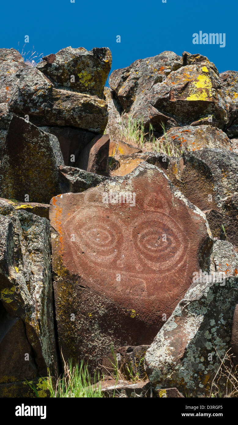 'She Who Watches' ('Tsagaglalal') Native American pictograph overlooking the Columbia River Gorge, - Stock Image