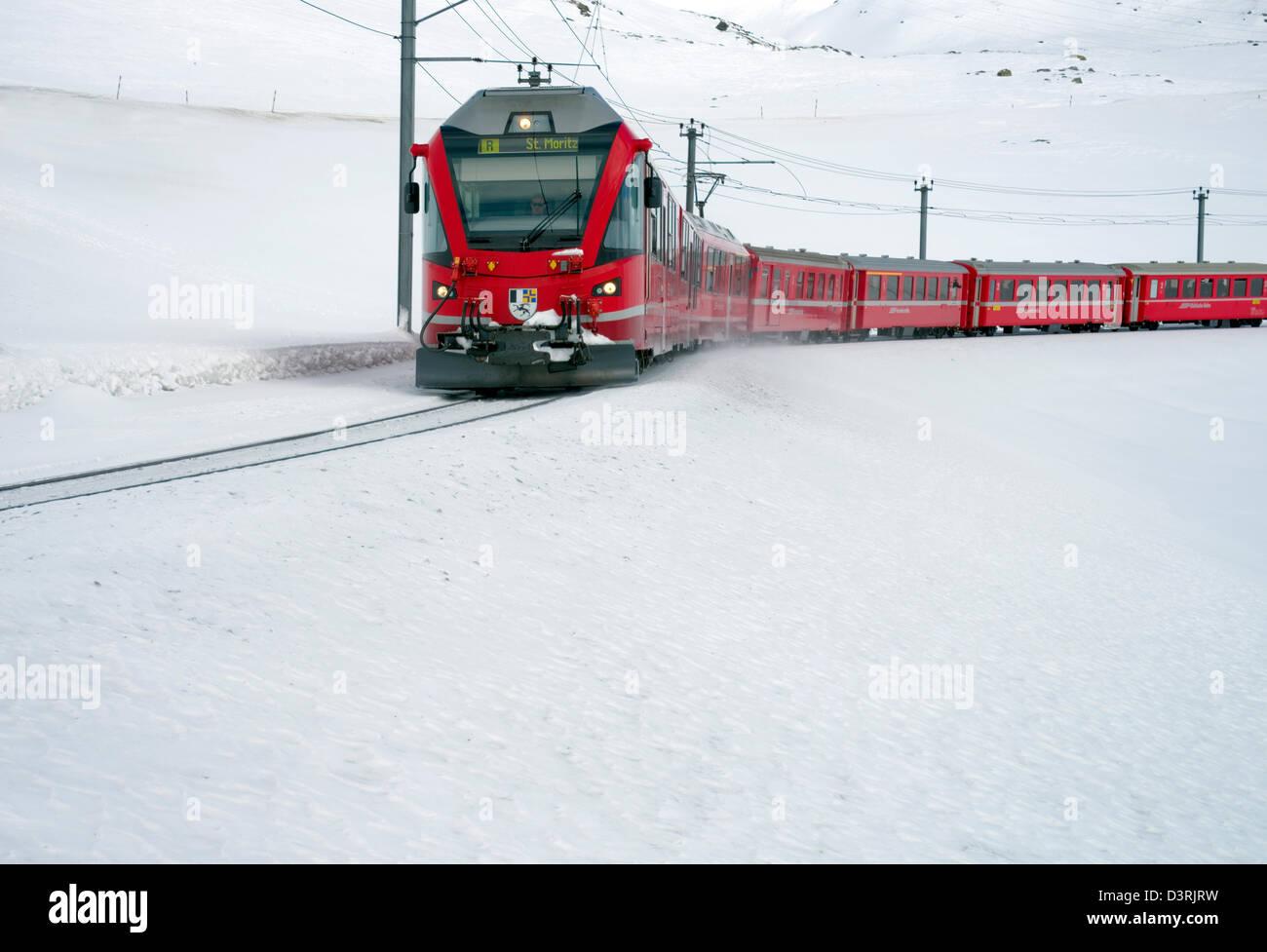 Mountain train at Lago Bianco Bernina Pass in Winter, Grisons, Switzerland | Eisenbahn am Lago Bianco am Bernina - Stock Image