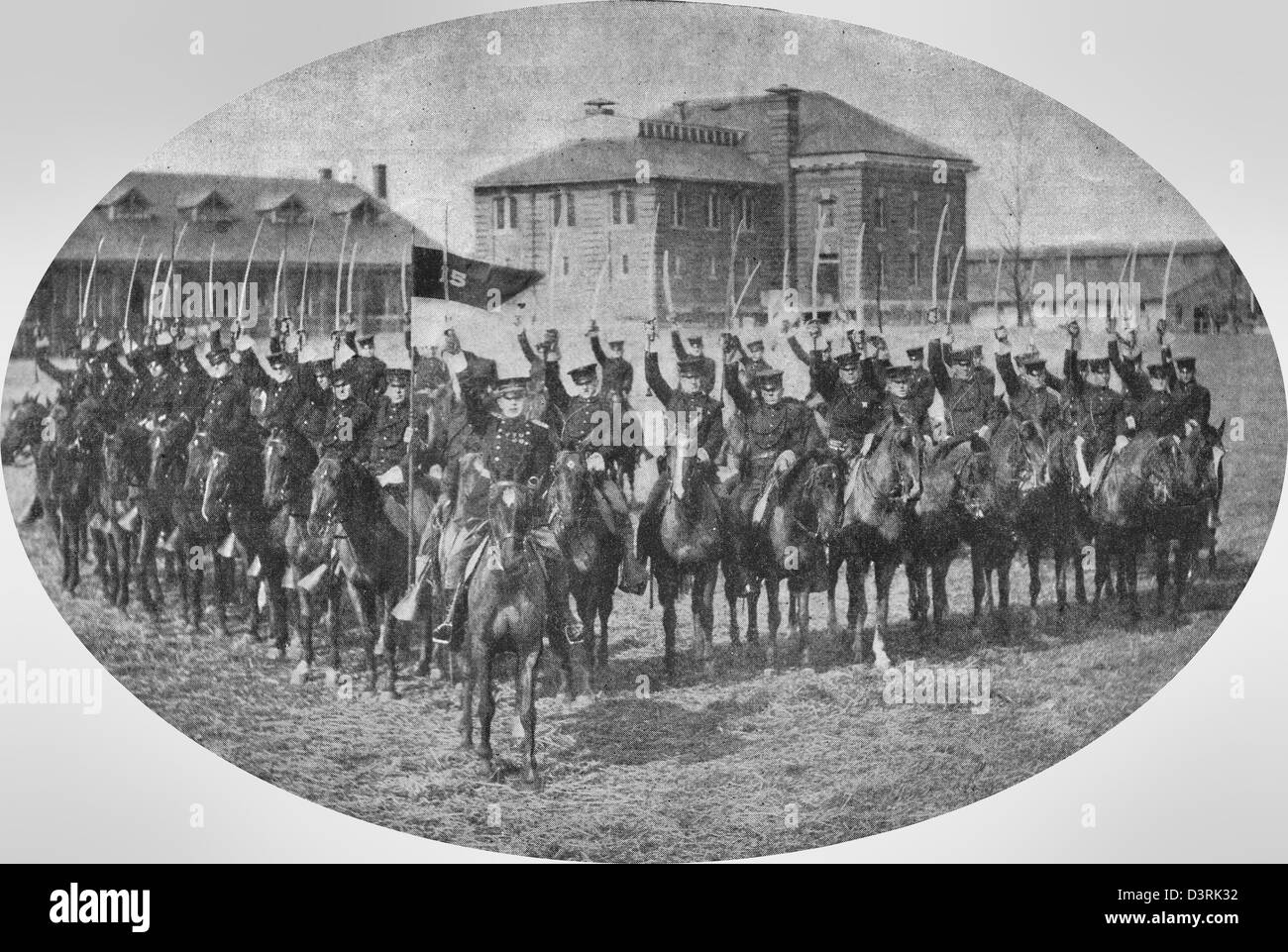 Swords ready for drill or for war - A Squadron of cavalry at Fort Myer, Virginia in 1917 - Stock Image