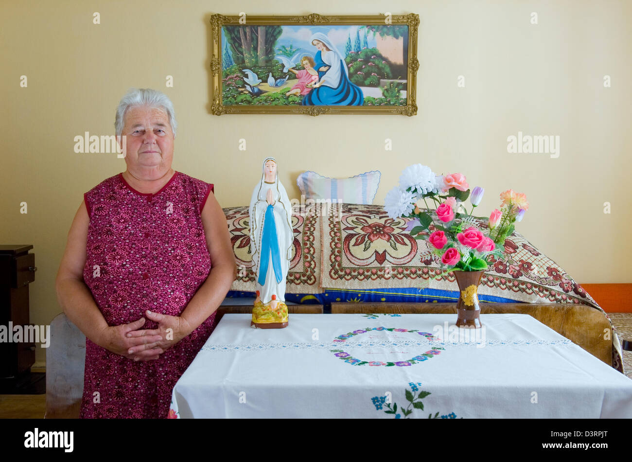 Cered, Hungary, portrait of a Hungarian woman in Tiszta Szoba (Clean Room) Stock Photo