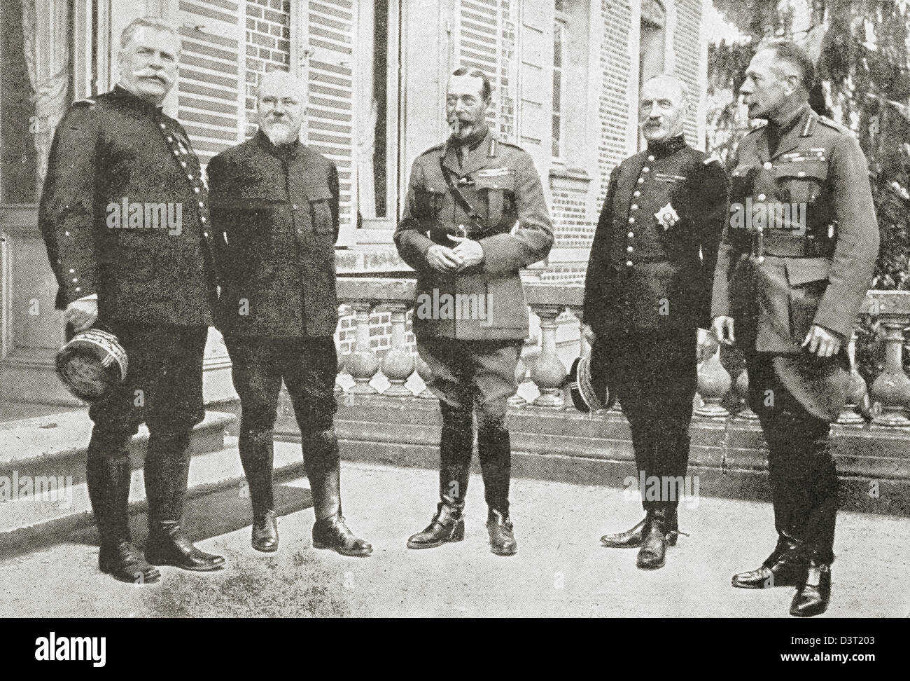King George V of Great Britain with President Poincare, General Foch, Sir Douglas Haig and General Joffre during - Stock Image