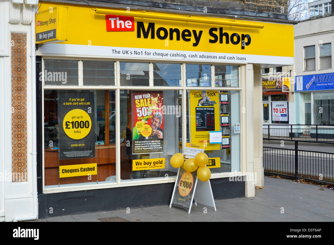 Money Shop front window display for bureau de change cheque cashing advances and cash loans - Stock Image