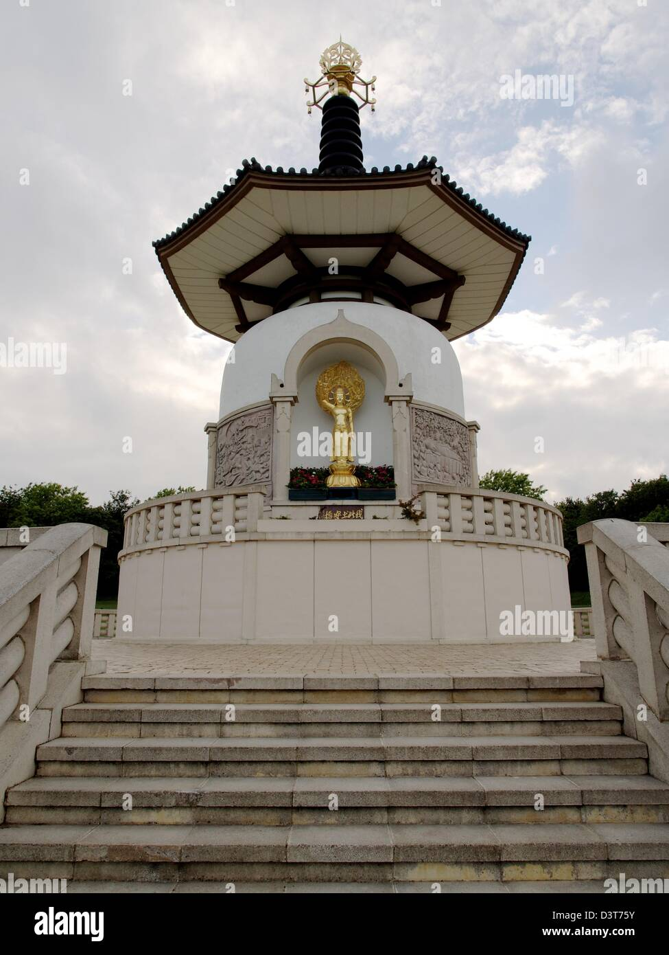 The Peace Pagoda at Milton Keynes Willen Lake - Stock Image