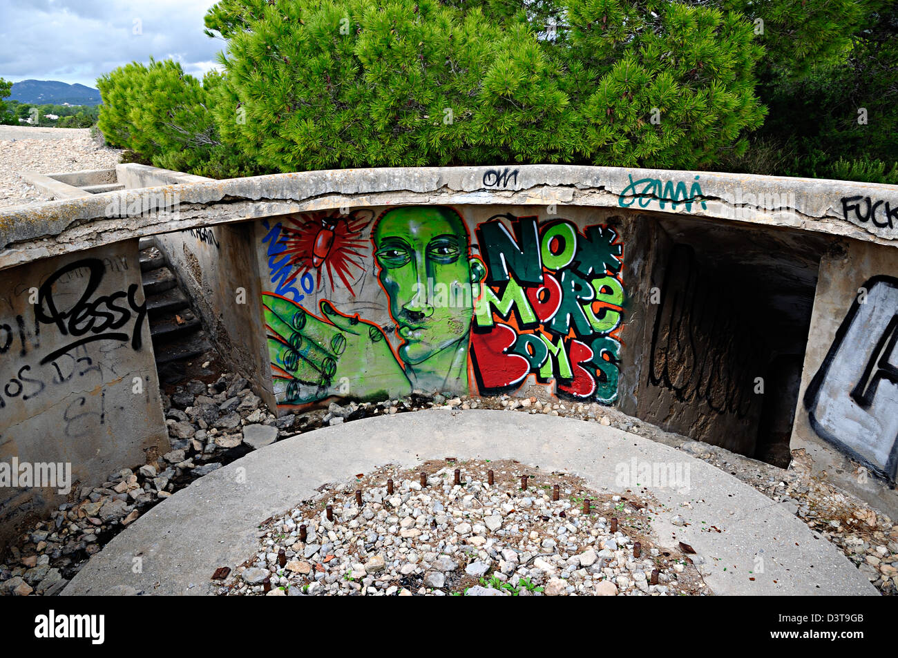 'No more bombs' graffiti painted on an old bunker. Ibiza, Balearic Islands, Spain - Stock Image