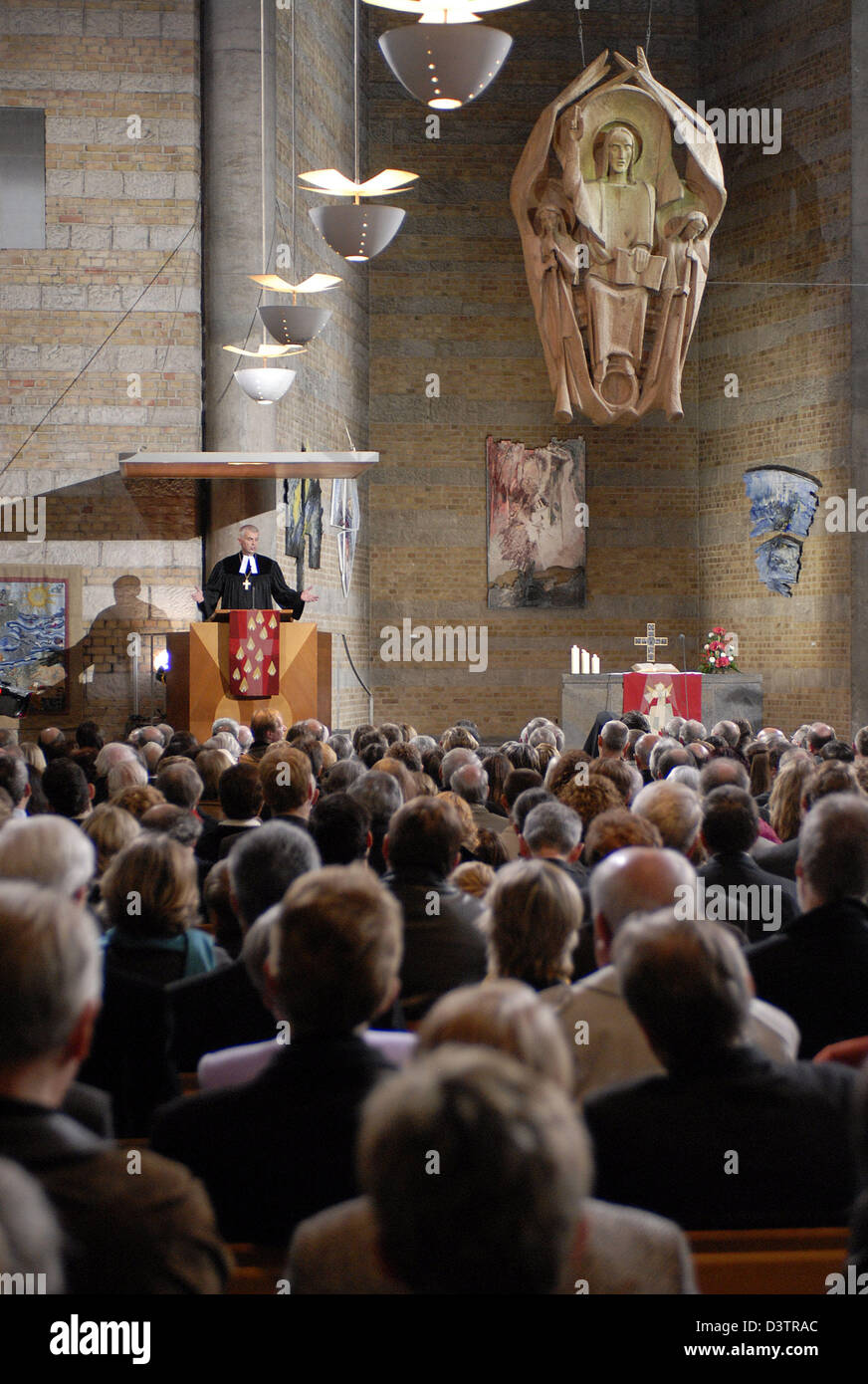 Johannes Friedrich, Bishop of the Evangelical Lutheran Church in Bavaria, preaches at the opening service to the - Stock Image
