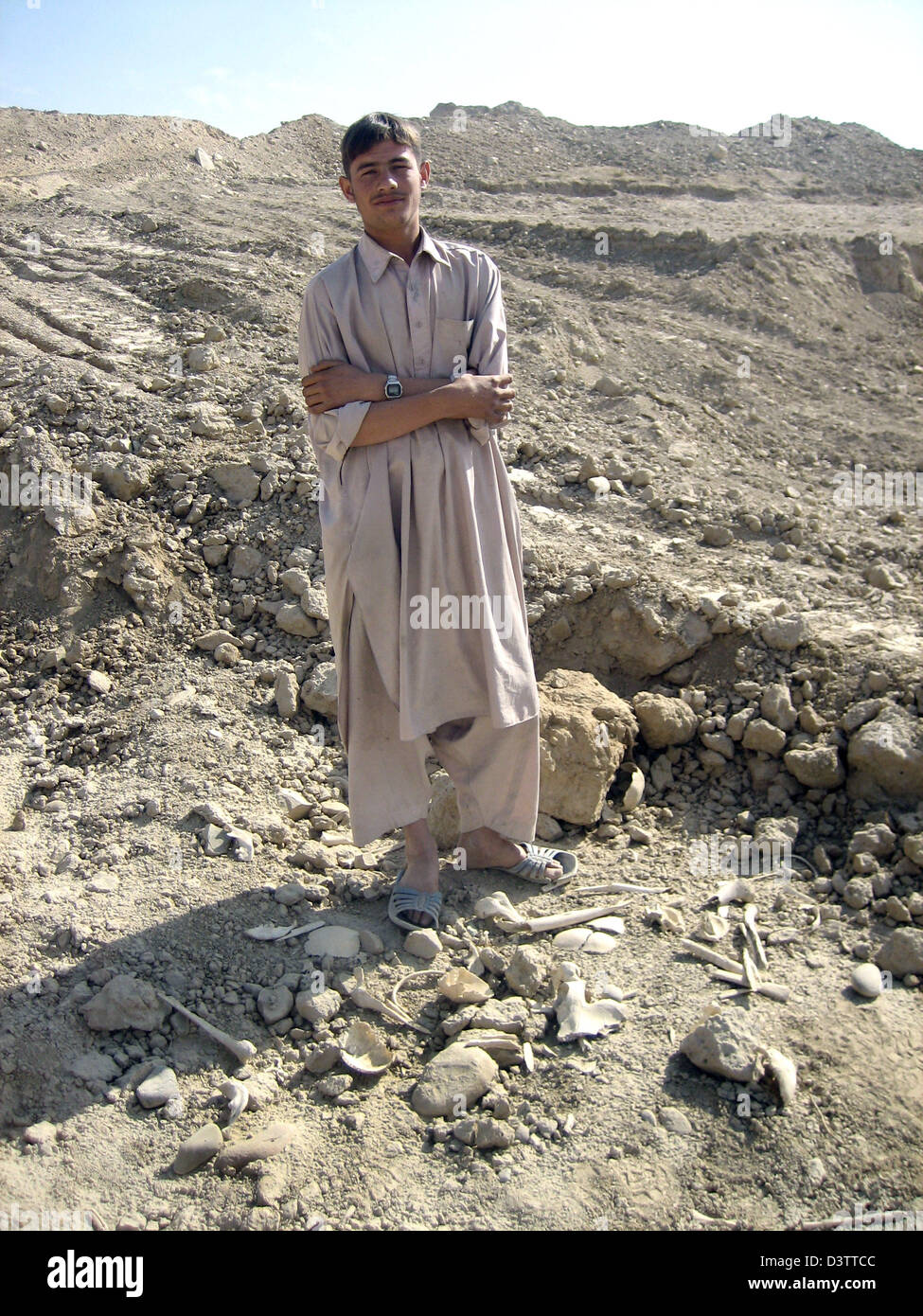 Mohammad Shoaib pictured with remains at the bone field near Kabul, Afghanistan, 08 November 2006. The bone field - Stock Image