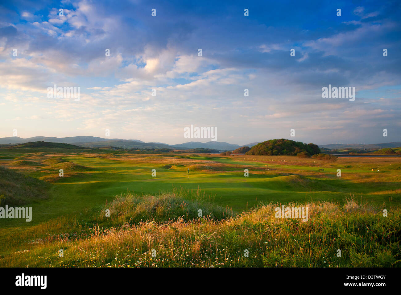 Donegal golf course at sunset, green golf and blue. No people. - Stock Image