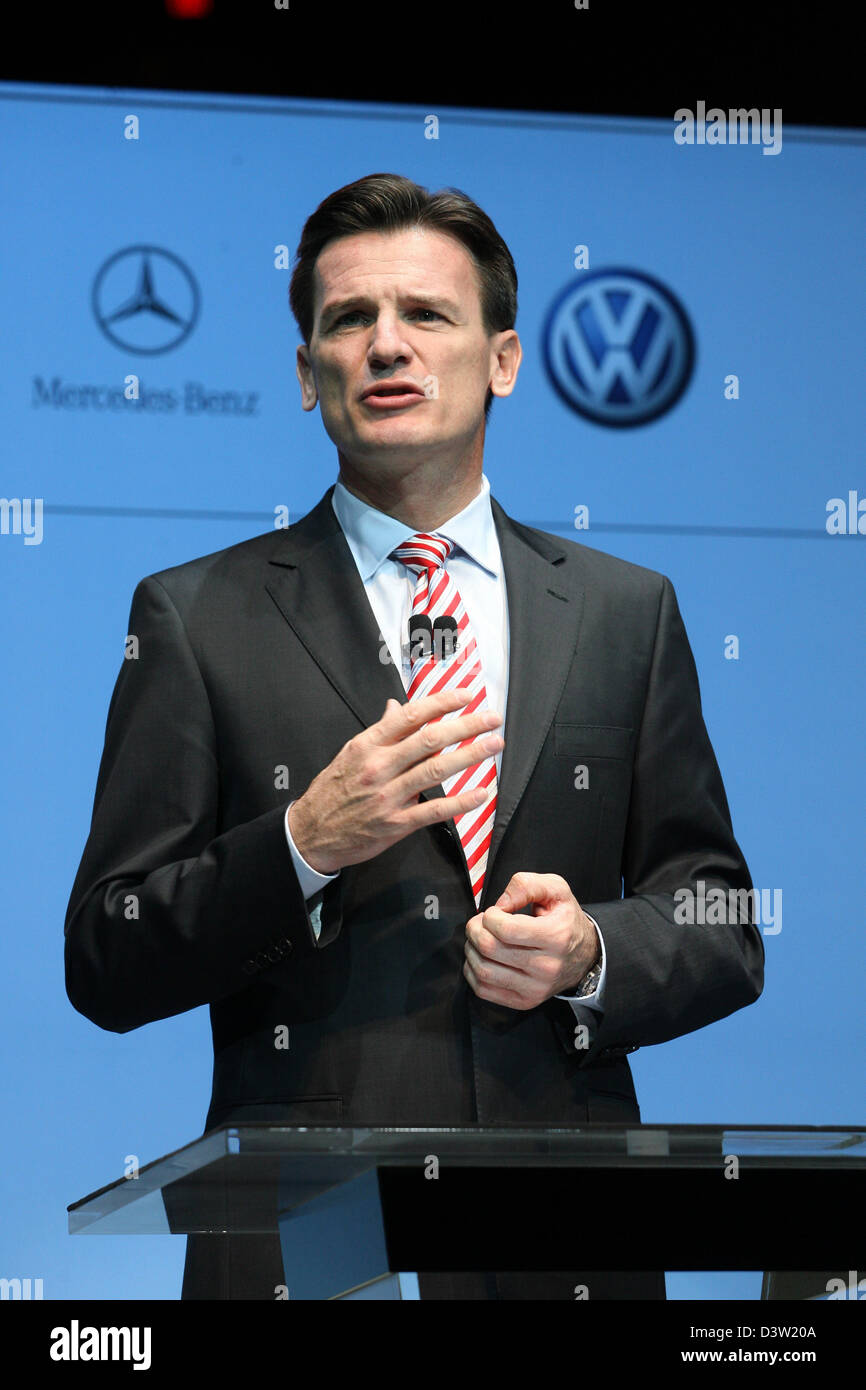 VW Brand Director Wolfgang Bernhard speaks at the presentation of the BLUETEC initiative of Volkswagen, Mercedes, - Stock Image