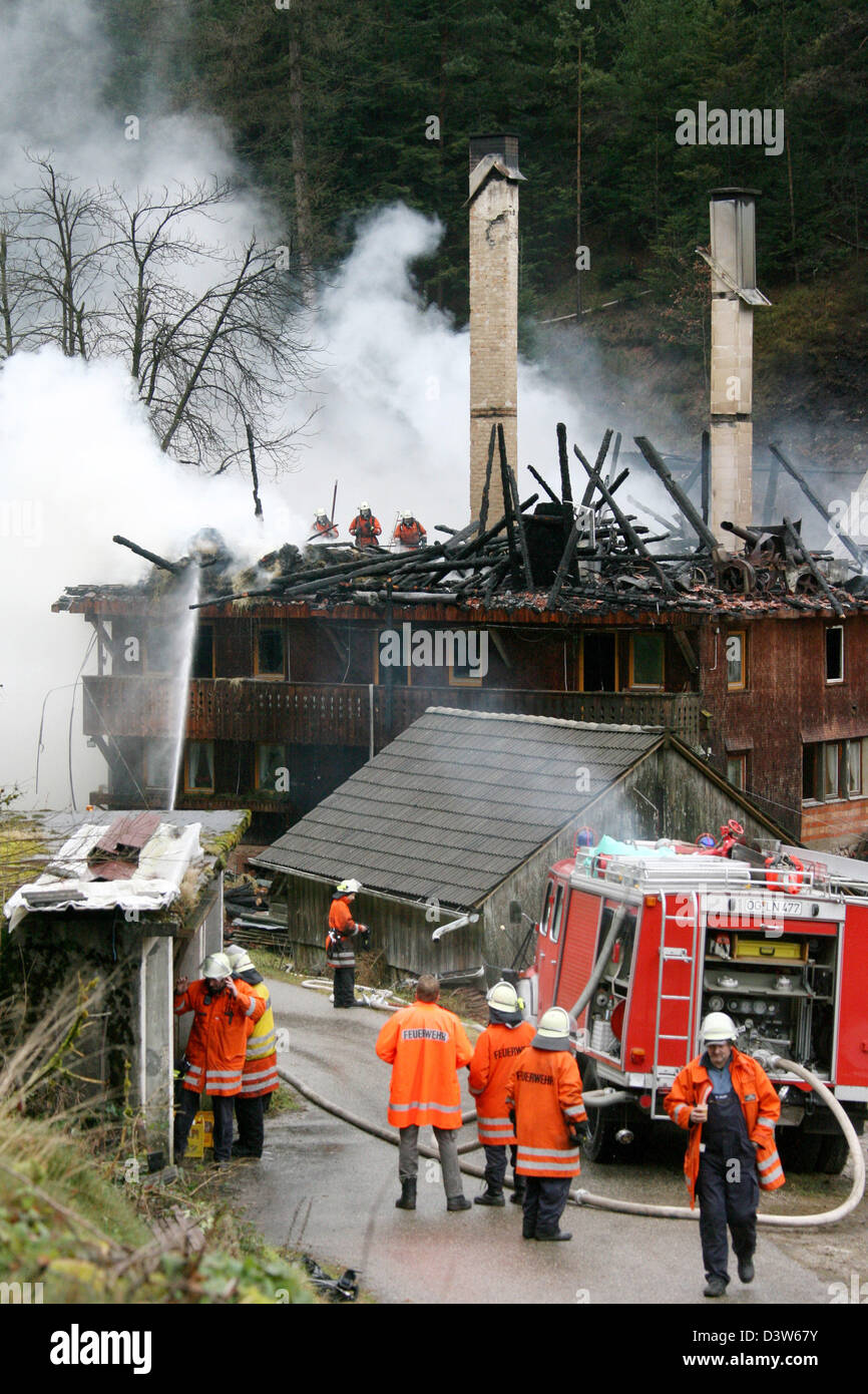 Fire fighters extinguish the historic Tiefenbach farm near Hornberg, Germany, Friday, 05 January 2007. The fire Stock Photo