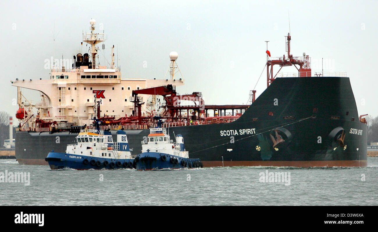 Norwegian tanker 'Scotia Spirit', loaded with 80.000 tons of raw oil, arrives at the seaport in Rostock, - Stock Image