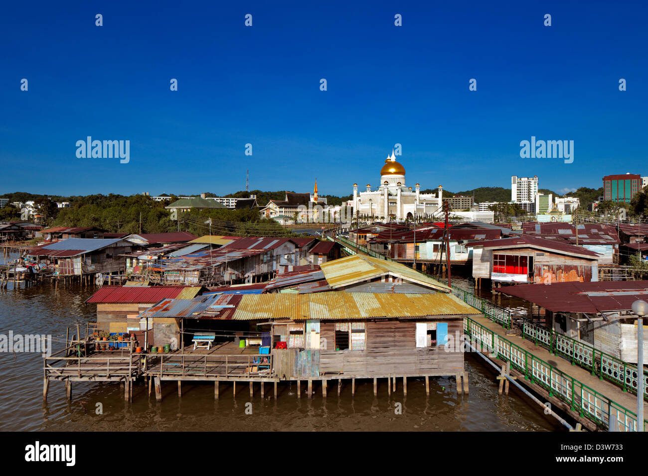 Brunei's capital Bandar Seri Begawan famed water village. Sultan Omar Ali Saifuddien Mosque contrasts with the - Stock Image