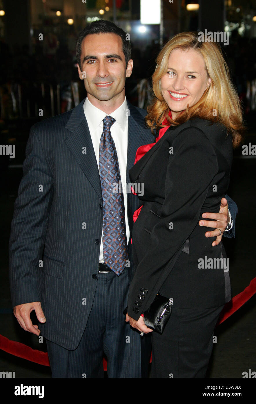 US actor Nestor Carbonell (L) and his wife Shannon Kenny (R) arrive to the premiere of his film 'Smokin' - Stock Image