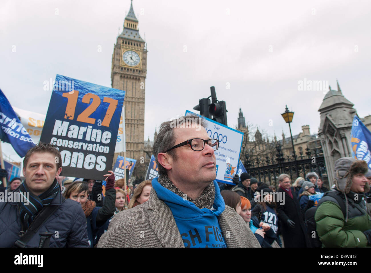 Chef Hugh Fearnley-Whittingstall rounds the house of commons towards rally in conjunction with the Marine Conservation - Stock Image