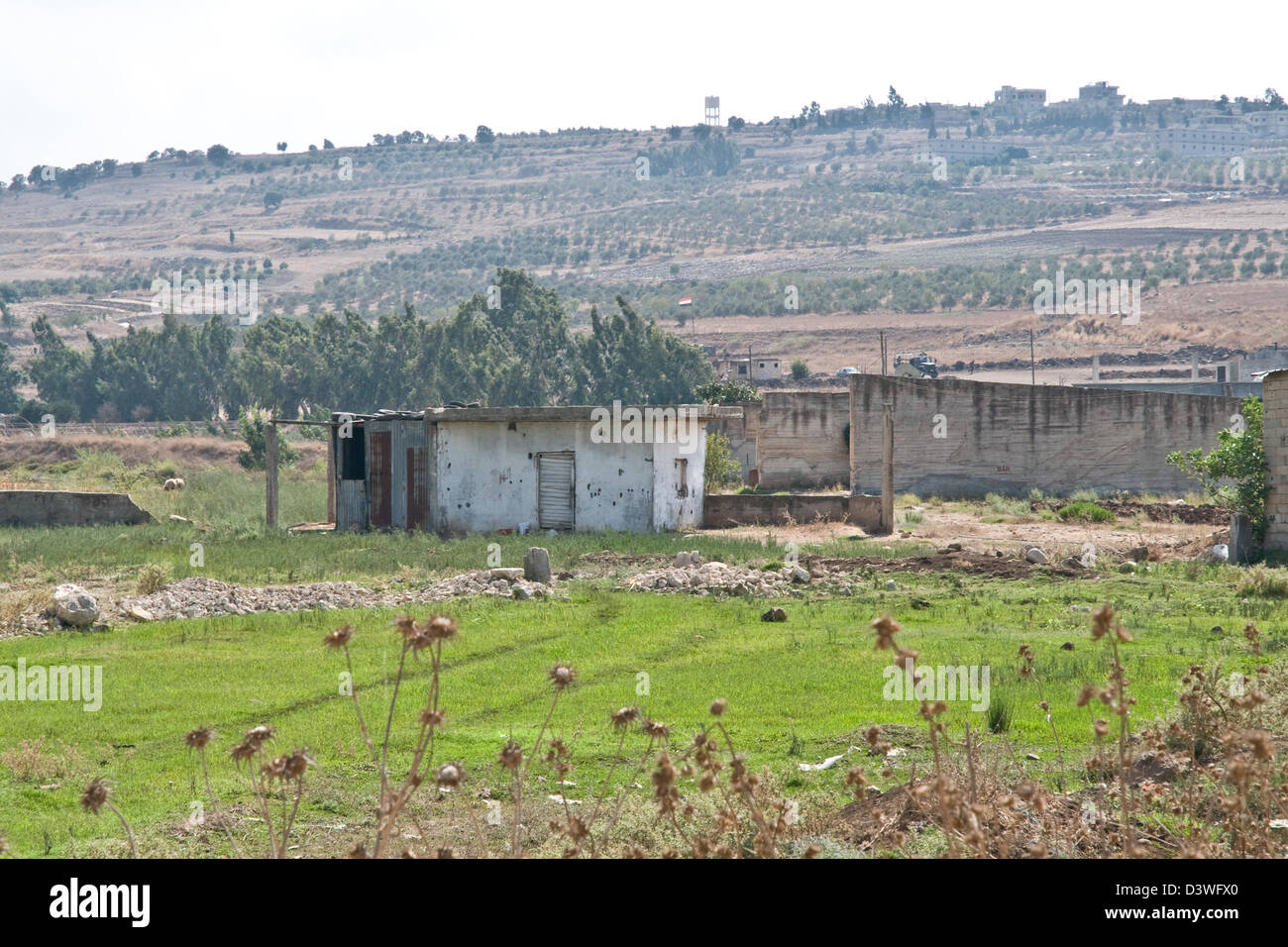 Concrete huts in the northern Lebanese region of Wadi Khaled, located a few metres away from the Syria-Lebanon border - Stock Image