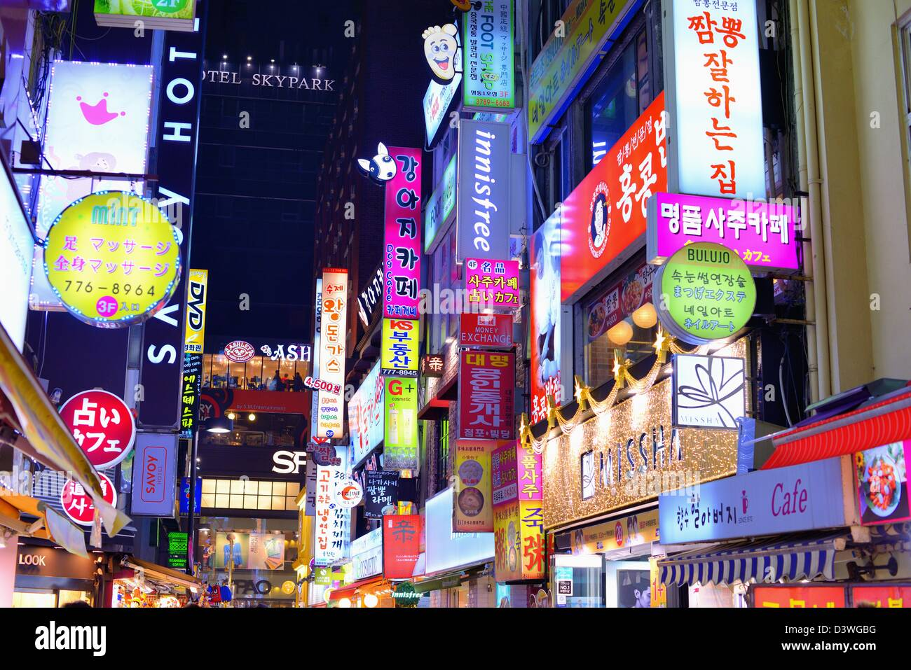 Neon signs in Myeong-dong district of Seoul, South Korea. - Stock Image