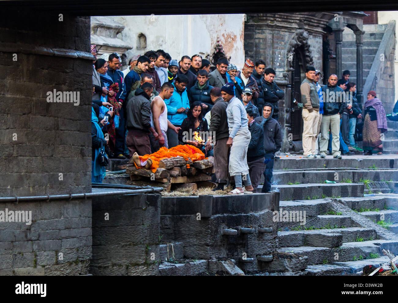 Cremation at Pashupati Temple Complex, Kathmandu, Nepal - Stock Image