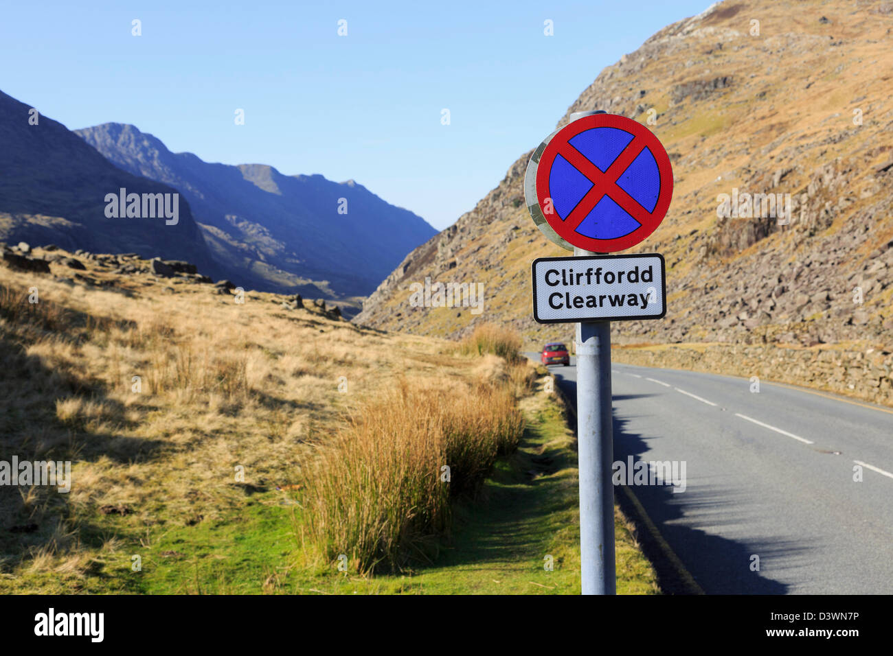 Clearway sign on mountain road down Llanberis Pass from Pen-y-Pass in mountains. Snowdonia National Park Gwynedd - Stock Image