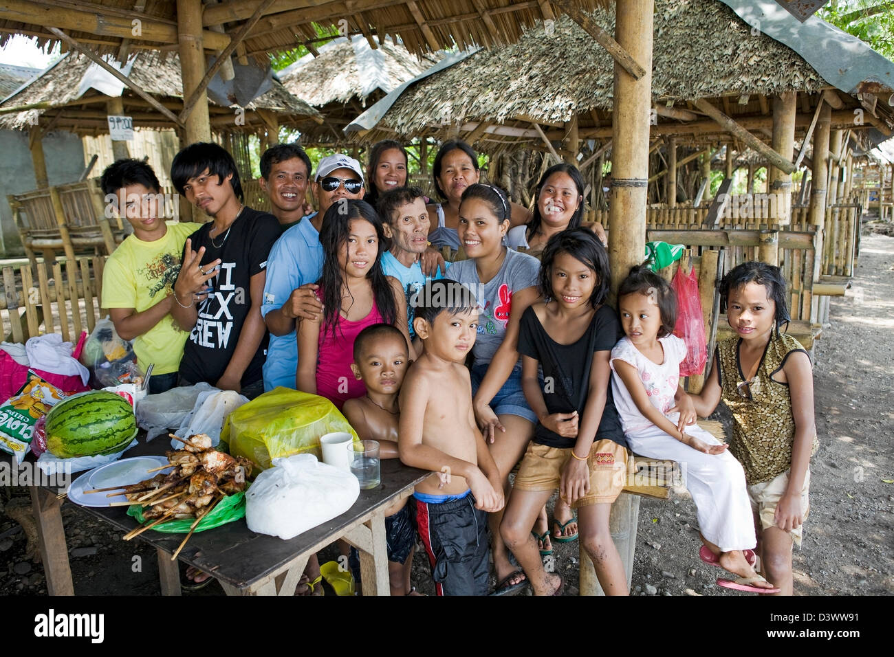 Large extended family portrait in Luzon, Philippines. - Stock Image