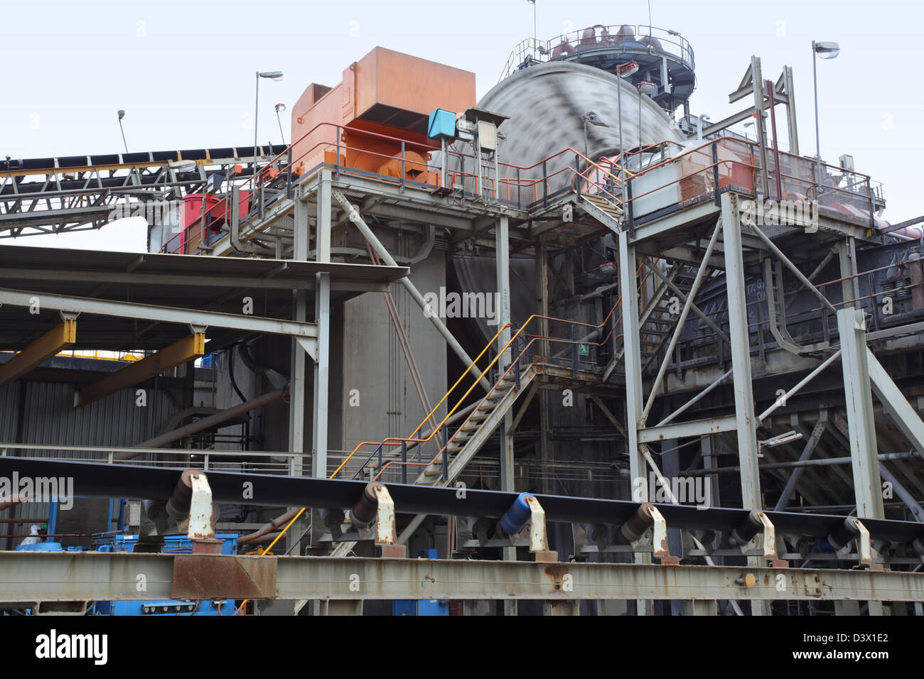 Crusher in operation at First Quantum's Kansanshi mining plant - Stock Image