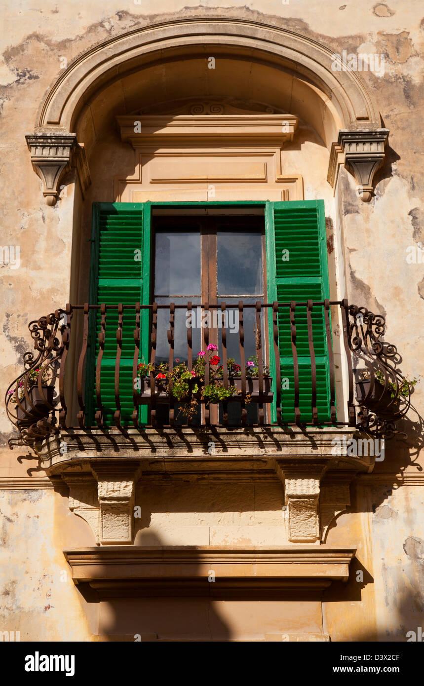 Green shuttered windows of Casa Inguanez in Mdina, Malta - Stock Image