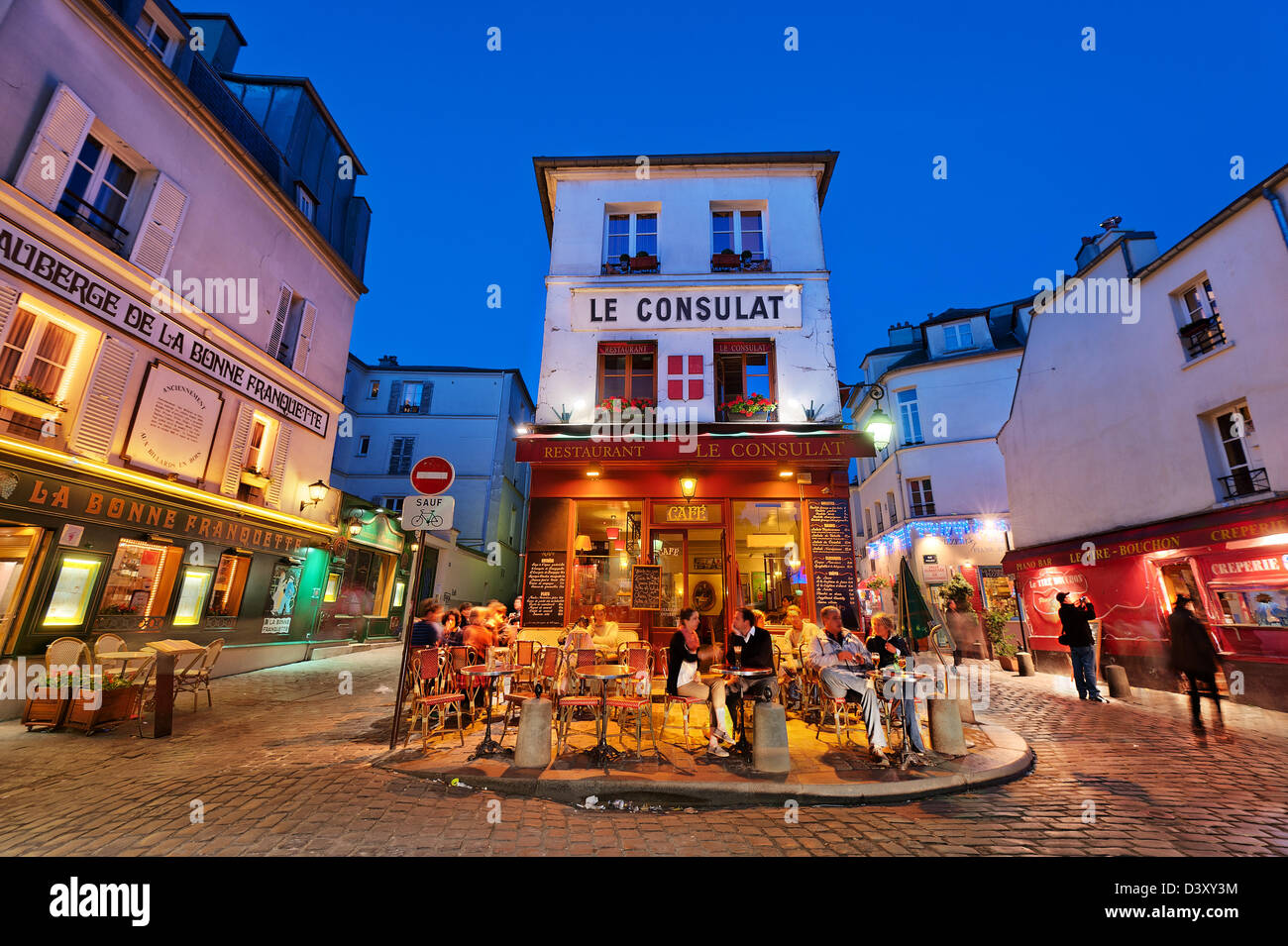 people enjoying a drink at Restaurant and café le Consulat, Montmartre, Paris, France - Stock Image