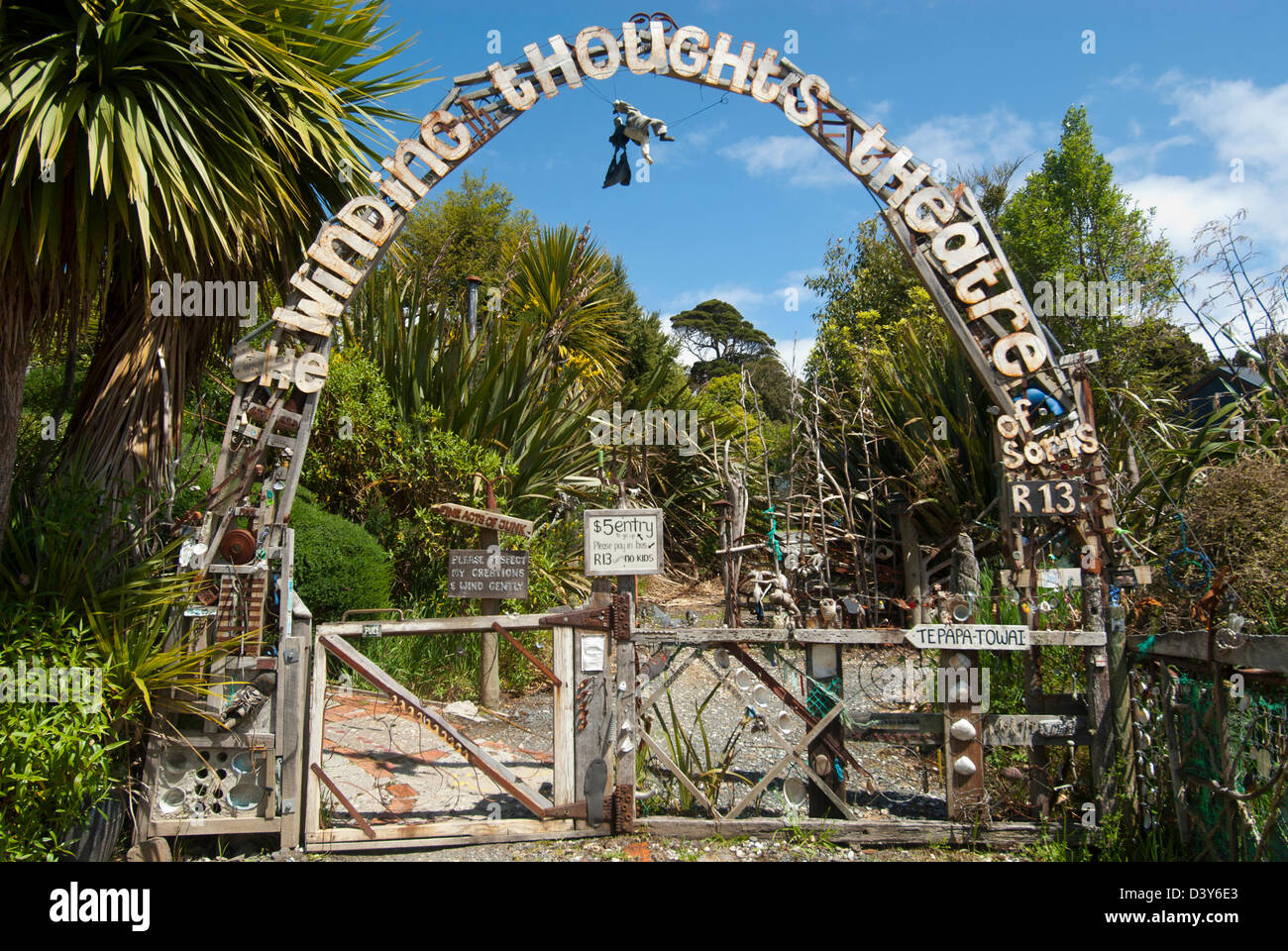 Entrance to the Lost Gypsy Gallery and Winding Thoughts Theatre, Papatowai, Catlins, New Zealand - Stock Image