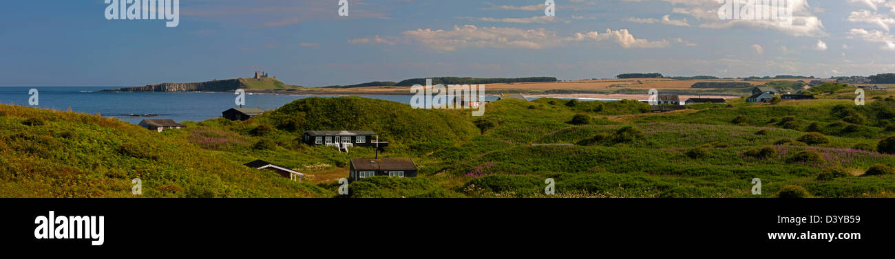 Beach bungalows on Embleton Links overlooking Dunstanburgh Castle, near Embleton, Northumberland - Stock Image