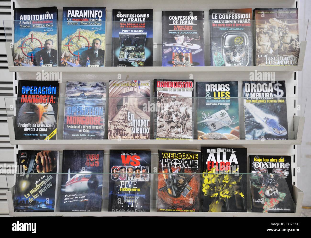 Market stand with propaganda materials, Havana, Cuba - Stock Image