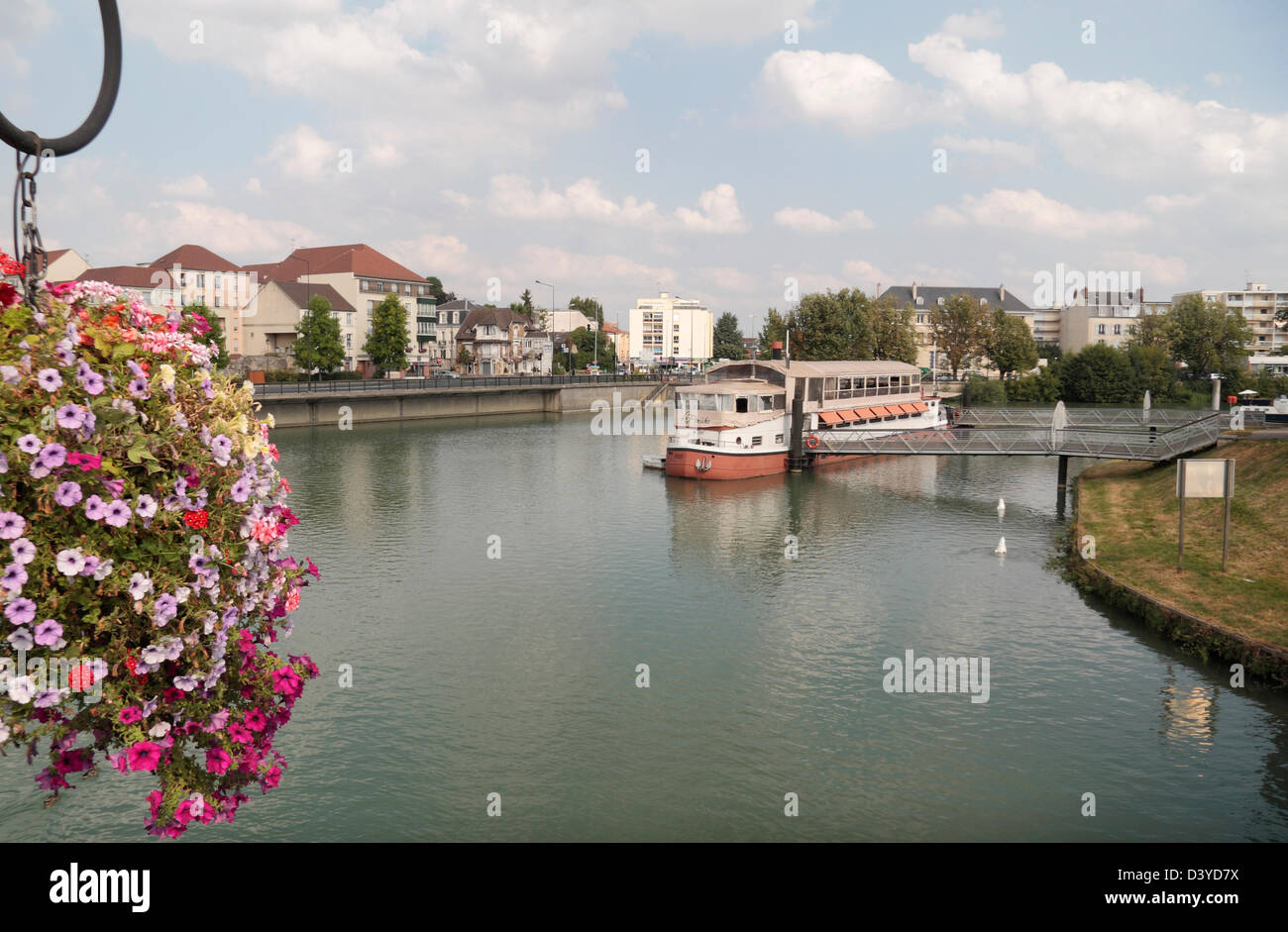 View along the River Marne towards the floating La Péniche restaurant,Meaux, Seine-et-Marne, Île-de-France, - Stock Image